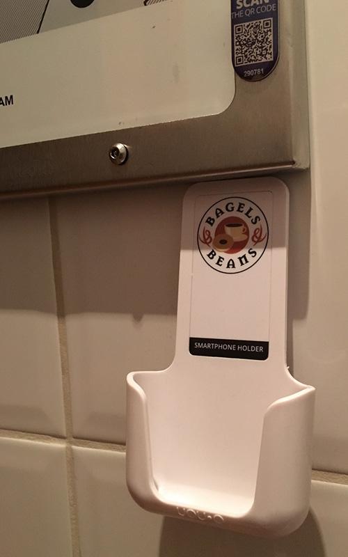 YOUP YOU-P telefoonhouder smartphone holder toilet wc keuken kitchen - in gebruik